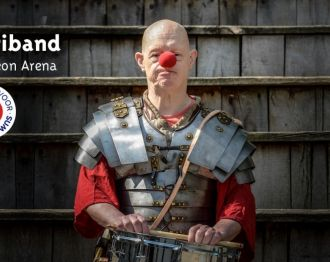 Jostiband geeft benefietconcert in arena van Archeon