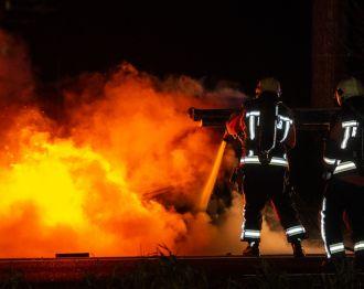 Auto uitgebrand na ongeval op de Oostkanaalweg