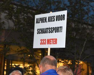 Gemeente Alphen draagt niets bij aan ijshal Leiden