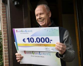Freek uit Alphen aan den Rijn wint 10.000 euro in BankGiro Loterij