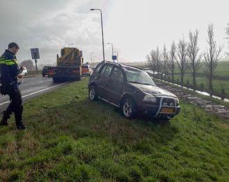 Auto slaat over de kop op toerit N11
