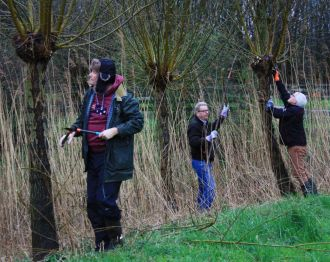 Rotary Alphen Woubrugge helpt de Veenweiden met NLdoet
