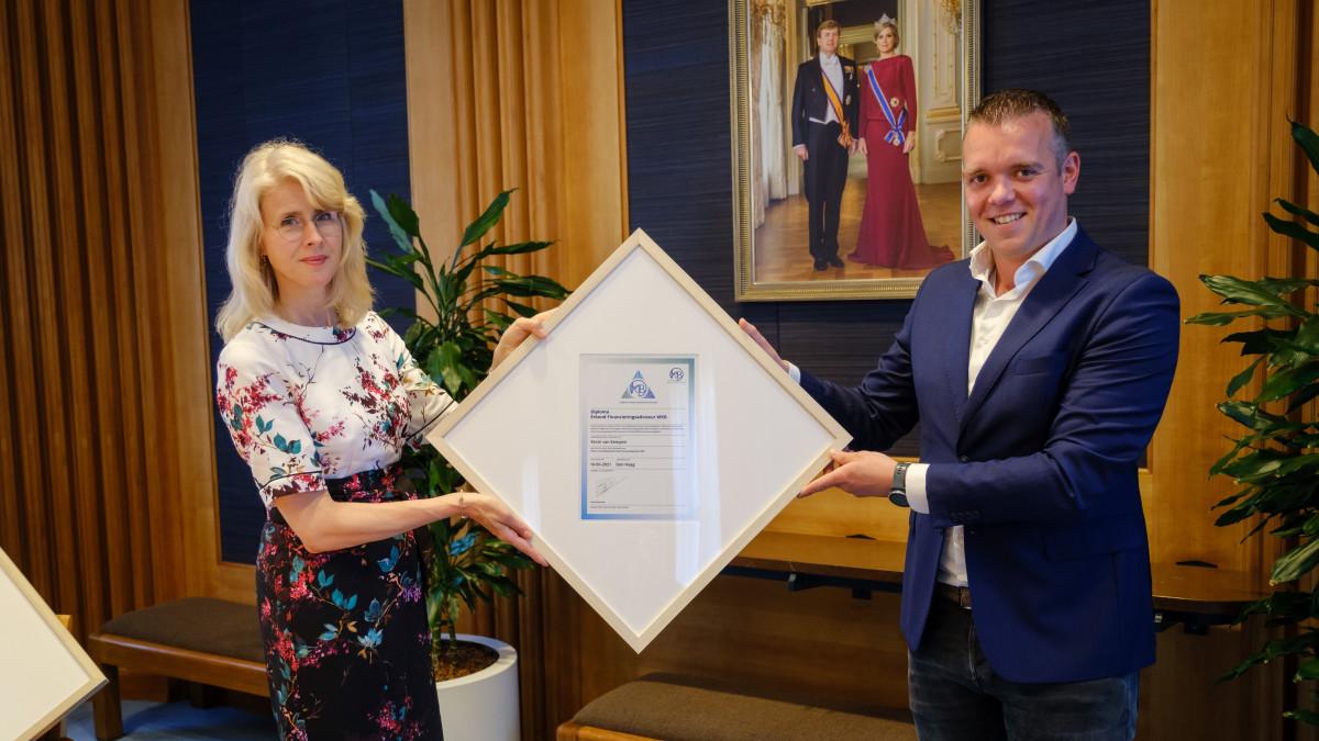 Credion Alphen aan den Rijn ontvangt als eerste diploma Erkend Financieringsadviseur MKB